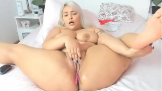 Chubby Girl Fingering Fat Pussy
