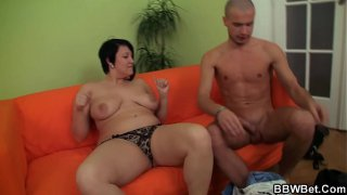 He plays with her fat shaved pussy before doggyfuck