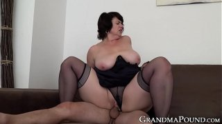 Mature babe pussy filled up with cock after blowjob