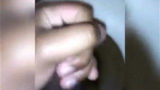 Neg&atilde_o  pentelhudo do pau da cabe&ccedil_a vermelha  gozando muito  no banheiro
